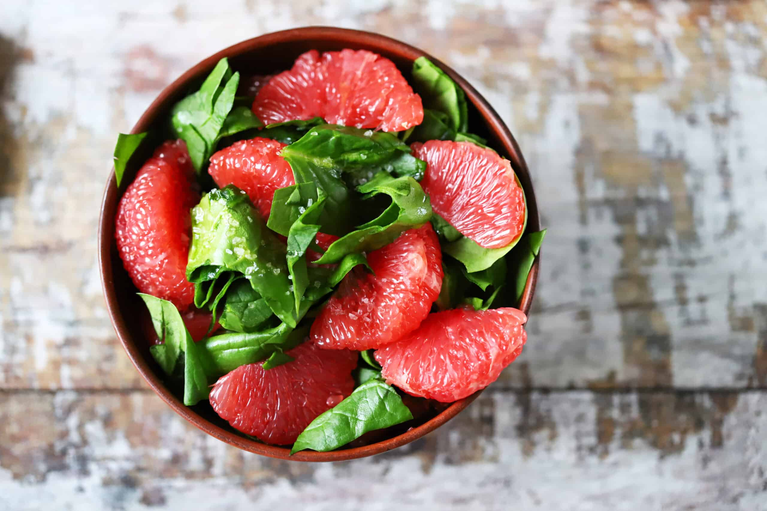 Spinach and grapefruit salad