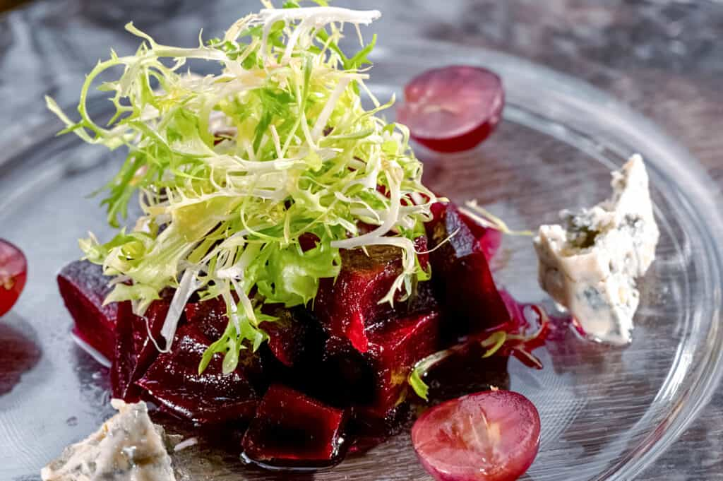 Beets with firsee and blue cheese