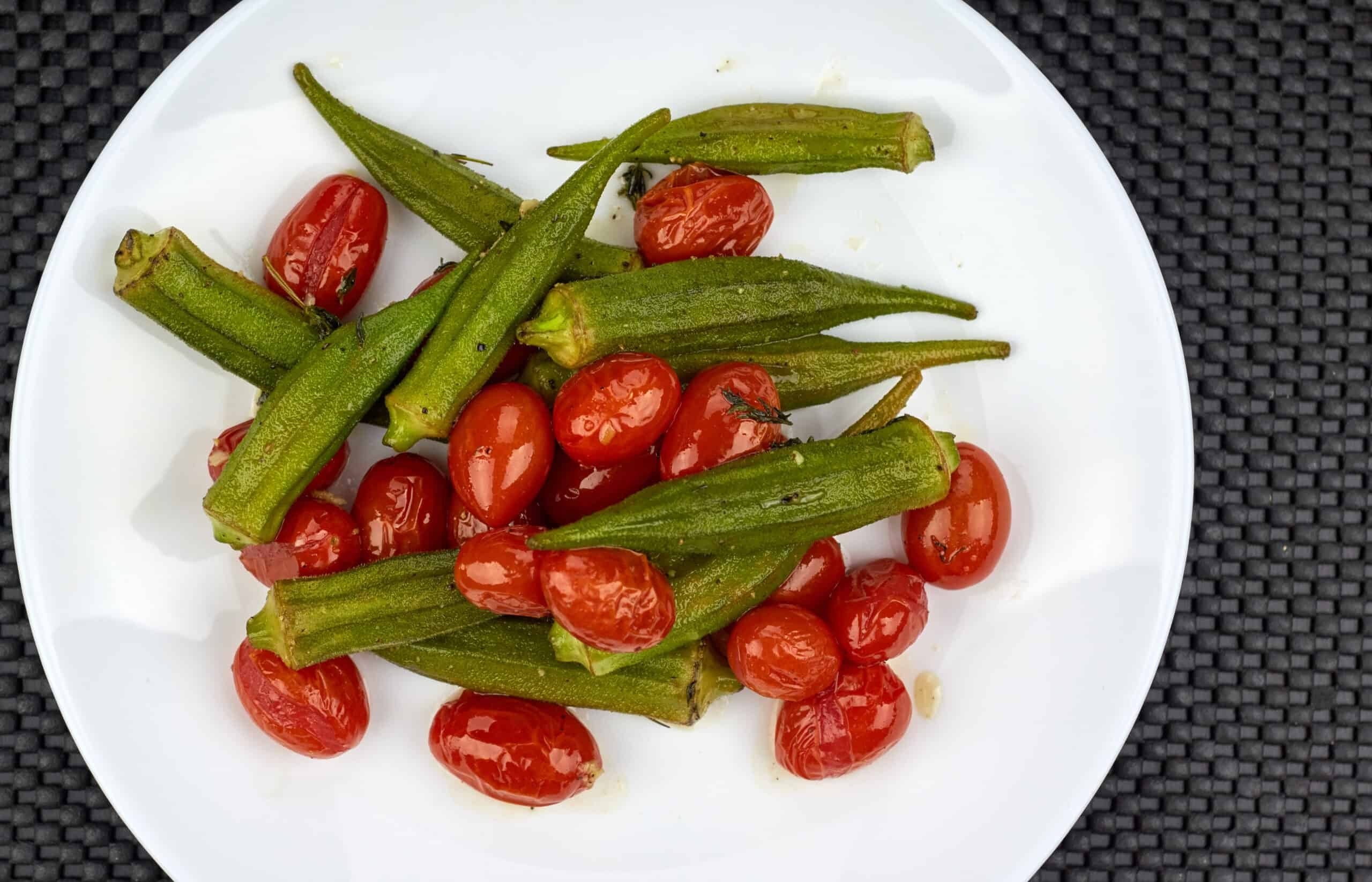 Okra with tomatoes and garlic
