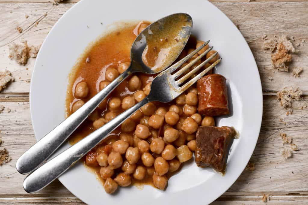 Chickpea stew with bread