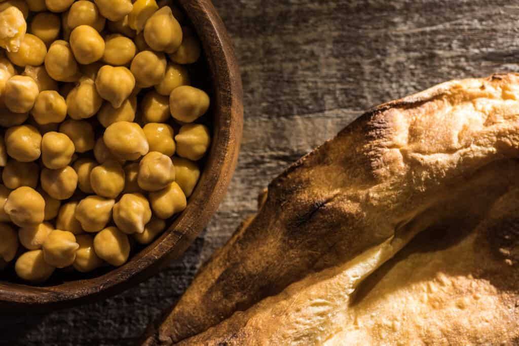 Baked chickpeas with pita bread